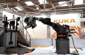 Kuka представи нов луна-парк робот в Хановер