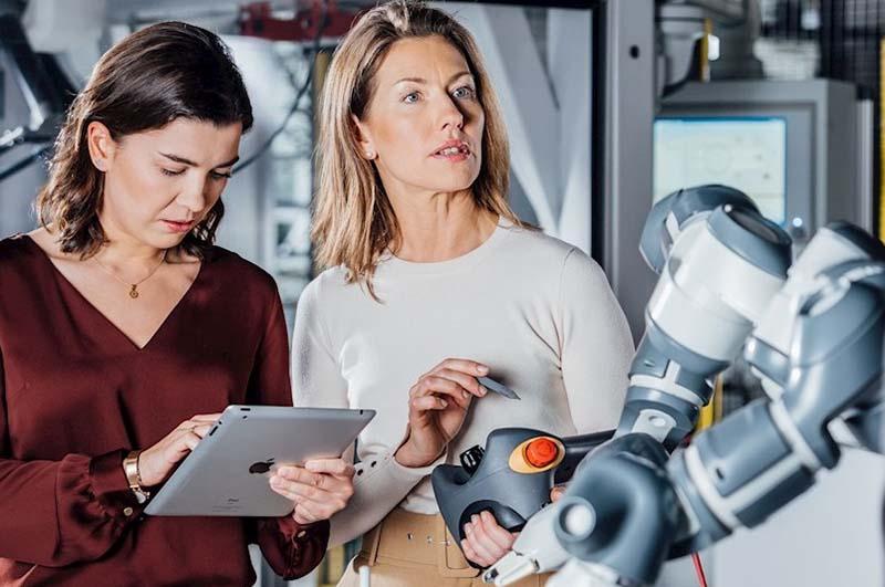 <strong>ABB</strong> и AI University Lab стартират платформа за обучение по роботика и електрическа мобилност